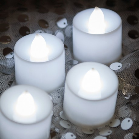 Rent: White Tea Lights Candles Set